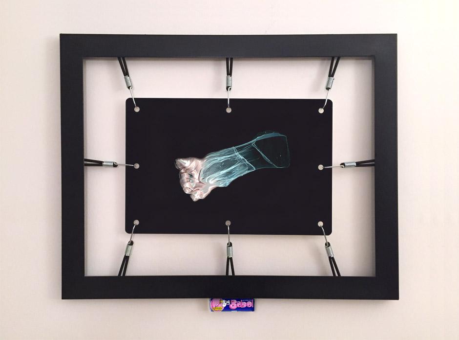 Marotta & Russo: Rubber's Souvenir 02, stampa UV su forex, cornice, corde elastiche, ganci, Big Babol bubble gum, 58x74 cm